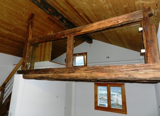 Barrière mezzanine en vieux bois et verre sécurité
