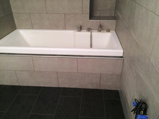 r novation d une salle de bain et r fection d un escalier carrelage revey s rl r novation. Black Bedroom Furniture Sets. Home Design Ideas