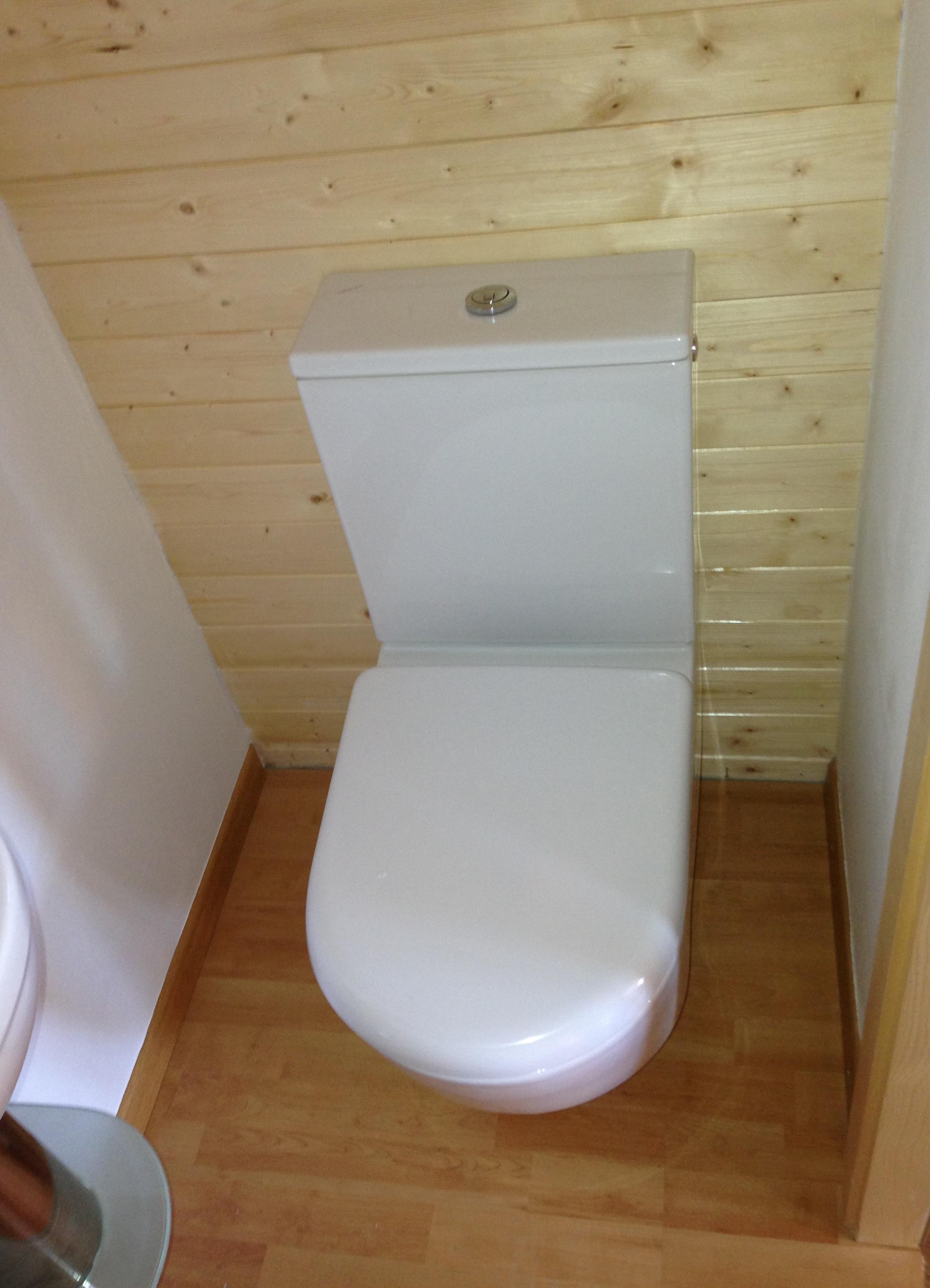 Création d'un petit WC dans une armoire  Revey Sàrl ...