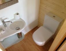 Création d'un petit WC dans une armoire