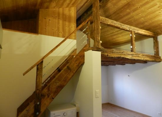 Escalier et mezzanine en vieux bois