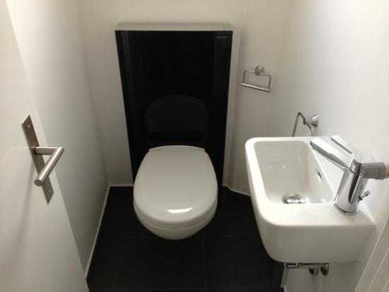 Petit WC avec Geberit Monolith et lave main