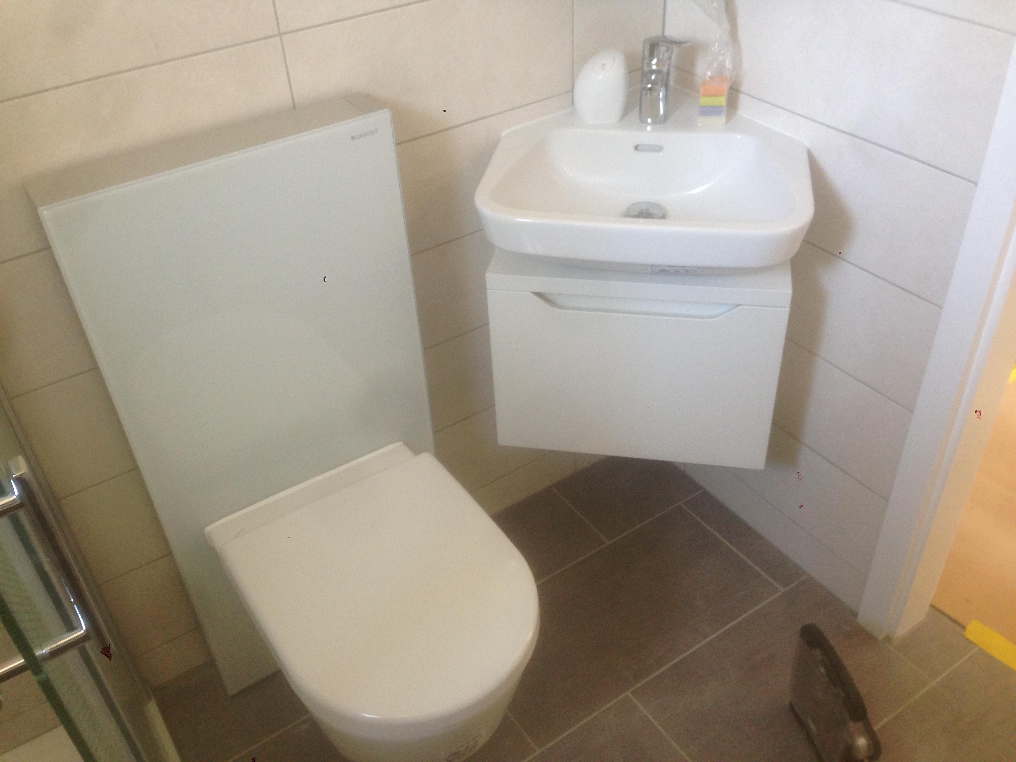 R novation d une petite salle de bain sierre revey - Carrelage sol wc ...