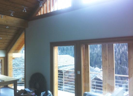 Plâtrerie-peinture – vernis sur lambris plafond, cadres et crépi ribé plein