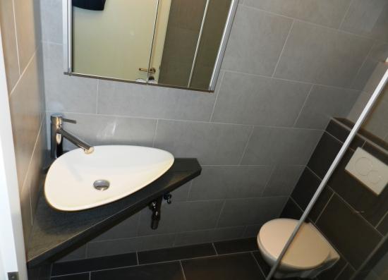 Vasque et plateau fait sur-mesure et wc suspendu