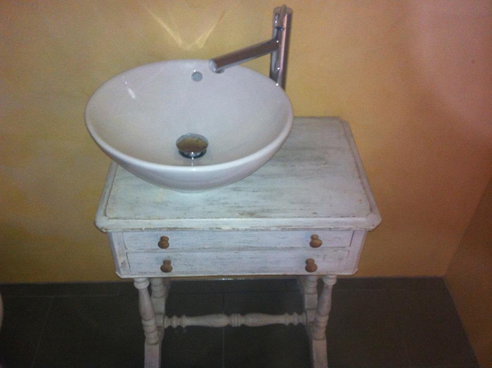 Int gration d une vasque et robinetterie sur un vieux for Renovation vieux meuble