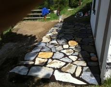 Création d'une terrasse en pierres de St-Léonard