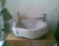 Vasque en pierre du rhône artisanale